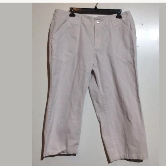 d1cf26ff1d0c2 Liz Claiborne Pants - Liz Claiborne Women Size 16 100% Cotton Capri